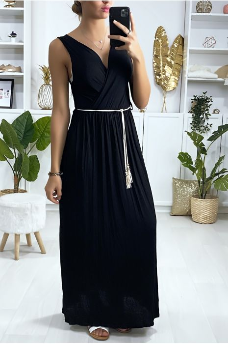 Longue robe croisé noir avec ceinture en cordon