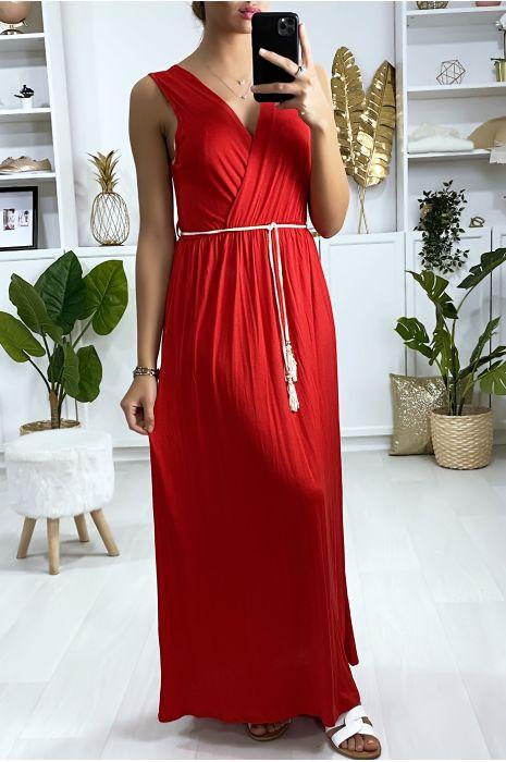 Longue robe croisé en rouge avec ceinture en cordon
