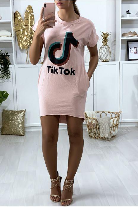 Robe tee shirt rose avec poche et écriture TIKTOK