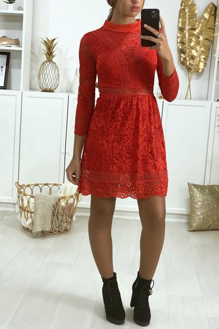 Robe en dentelle rouge doublé