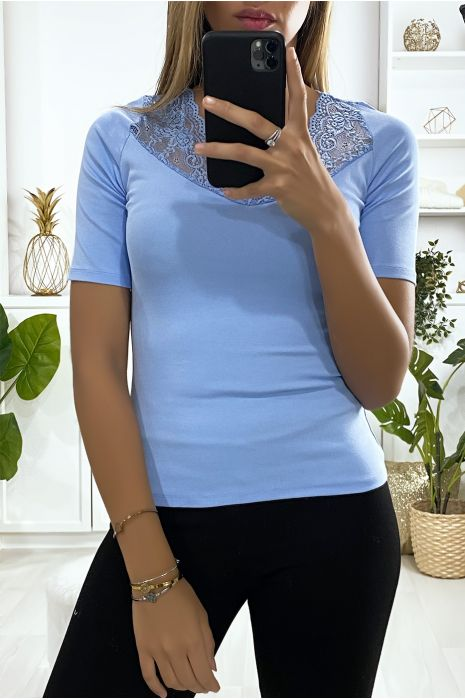 Tee-shirt bleu avec avec dentelle au buste et à l'arrière