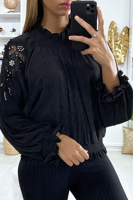 Loose blouse in black with embroidery and pearls on the sleeves