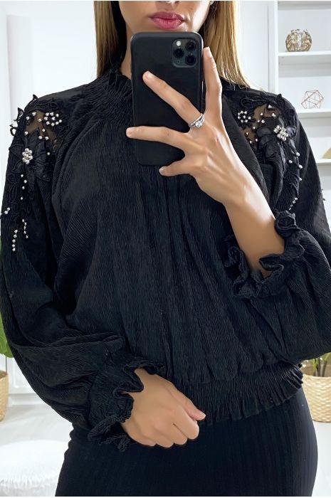 Blouse ample en noir avec broderie et perles aux manches