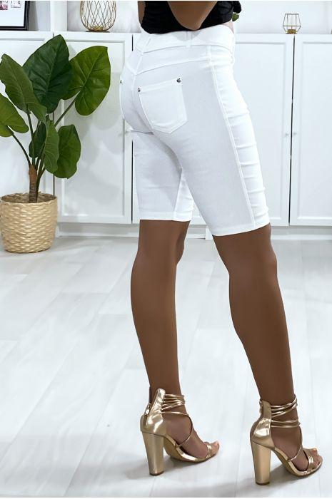 Witte stretch short met 5 zakken en knoop met strass steentjes