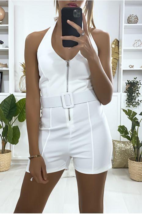 Combi-short moulante en blanche avec fermeture et ceinture