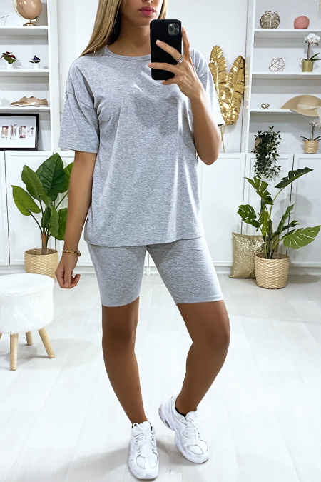 Zeer modieuze grijze oversized short en t-shirt set