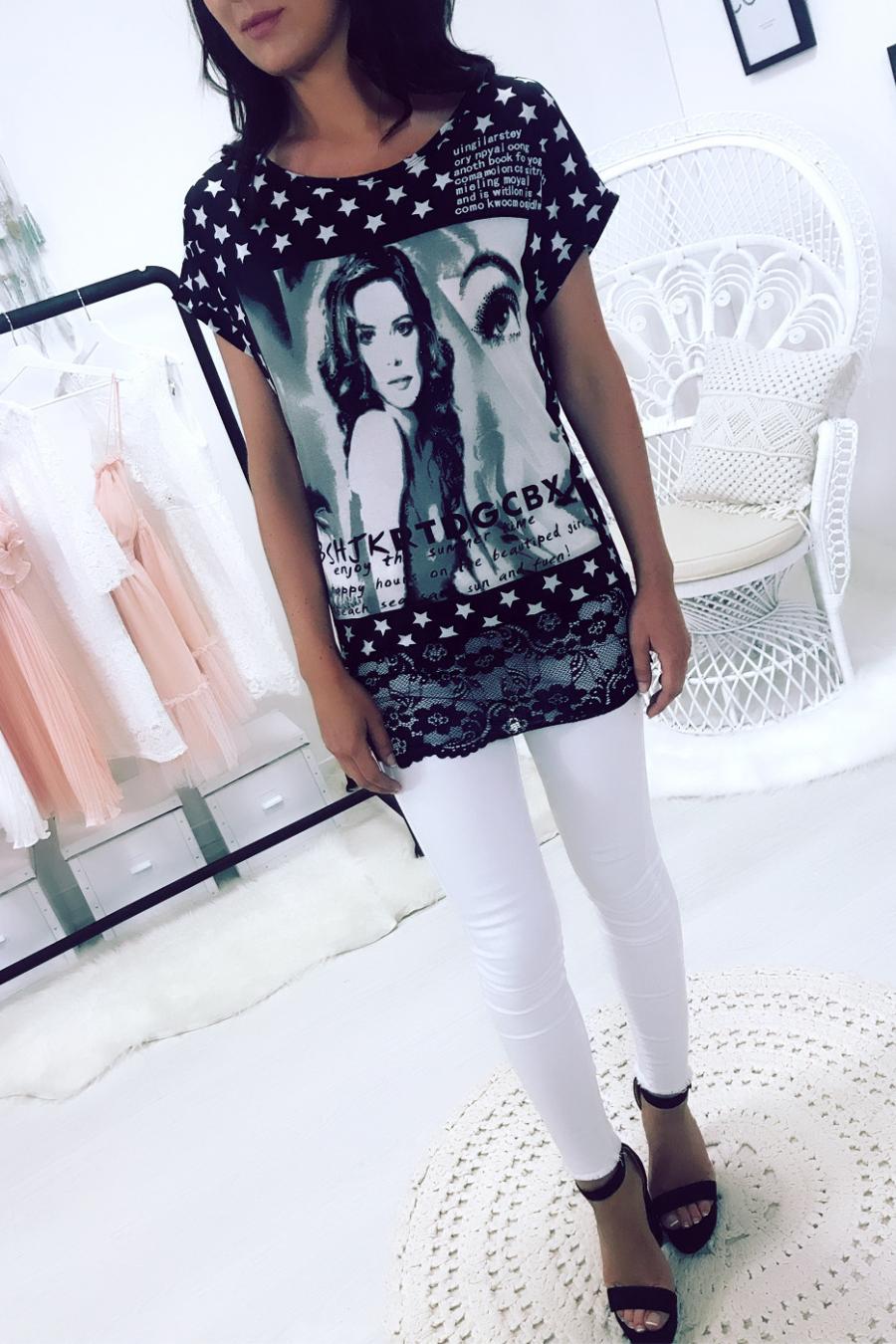 Tee-shirt à étoile et bas de vêtement en dentelle. Mode 168