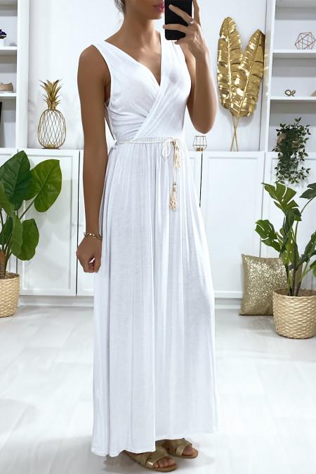 Lange witte gekruiste jurk met koordceintuur
