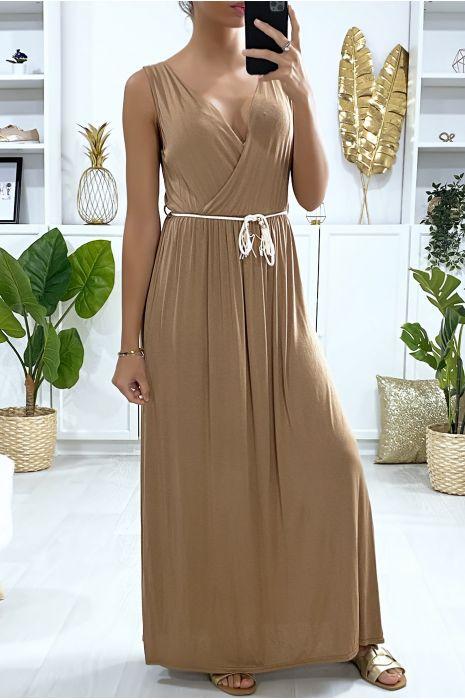 Longue robe croisé en camel avec ceinture en cordon