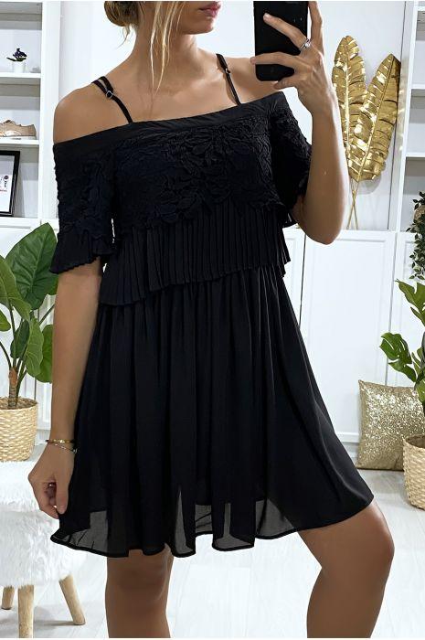 Kanten jurk gevoerd met kant en geplooid