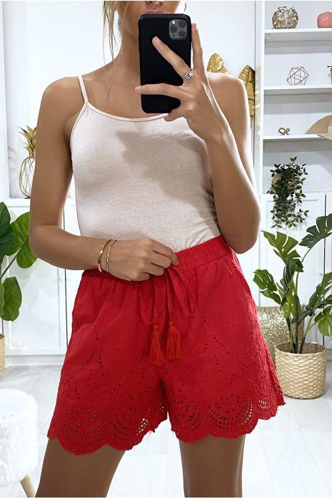 Short en coton rouge avec broderie et poches