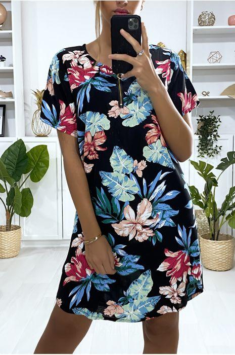 Robe tunique motif noir et fuchsia avec motif fleur et fermeture au col