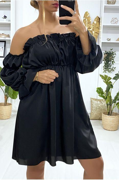 Robe satiné noir avec manches à part