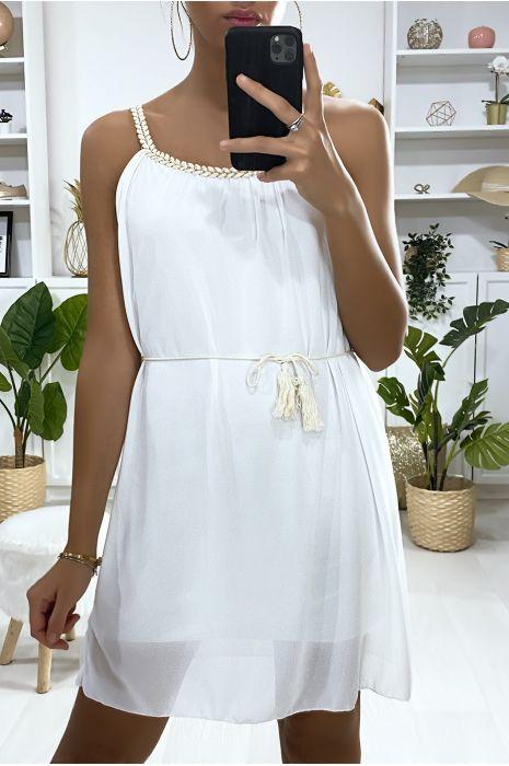 Robe tunique en blanc doublé avec bretelle tressé
