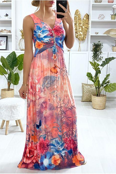 Longue robe motif fleuris fuchsia avec accessoire au buste