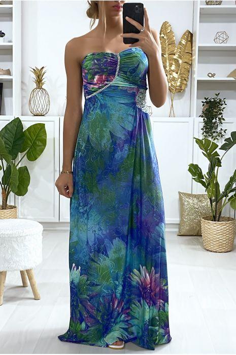 Lange blauwe jurk met bloemenpatroon met strass steentjes en plooien bij de buste