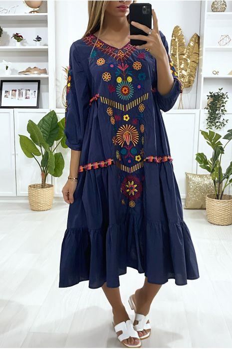 Losvallende navy jurk met volant en borduursels