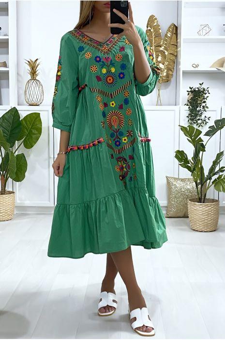 Robe verte ample avec volant et broderie