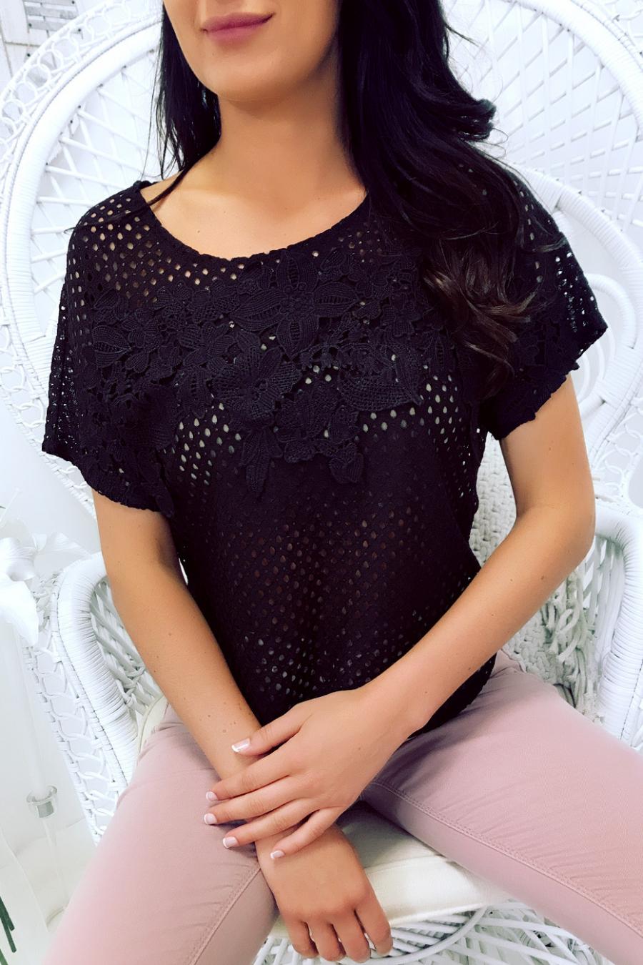 Tee-shirt noir ajourer, dentelle encolure et emmanchure. Femme MC 8030