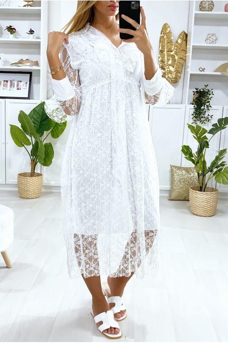 Lange witte kanten jurk met volant