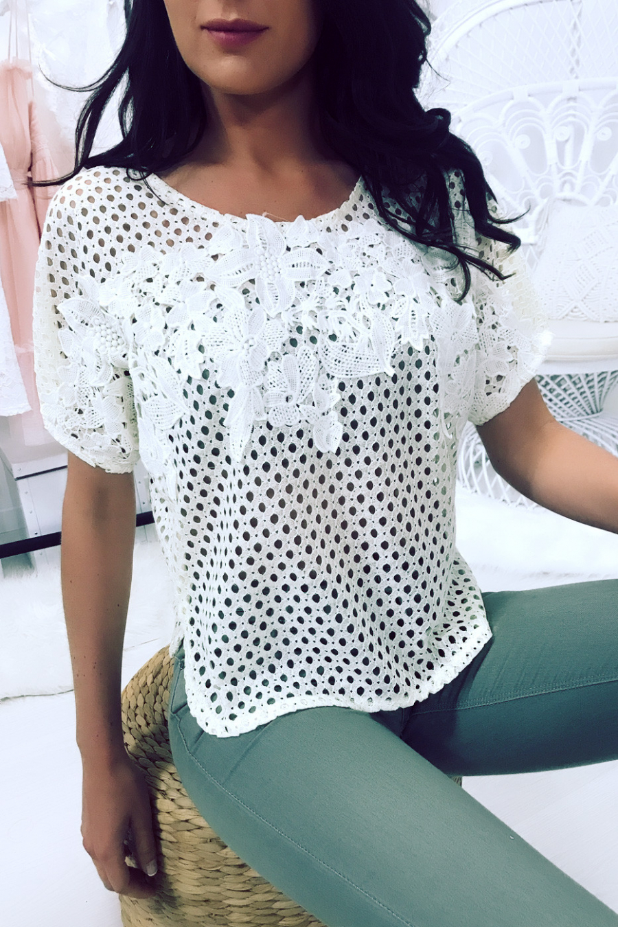 Tee-shirt jaune ajourer, dentelle encolure et emmanchure. Femme MC 8030