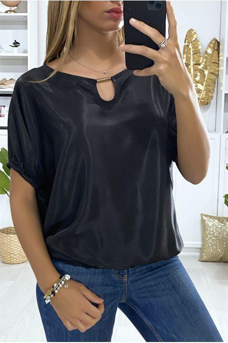 Blouse noir coupe chauve souris avec élastique et accessoire doré au col