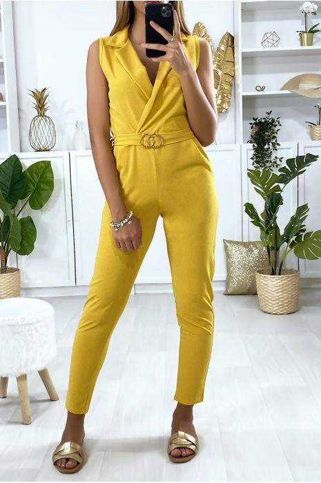 Mosterdgeel jumpsuit met gekruiste buste, riem met gesp en zakken