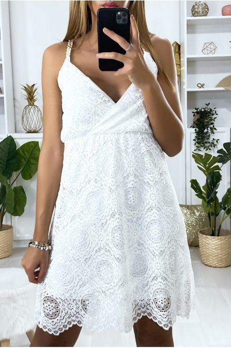 Robe en dentelle blanche avec bretelle tressé