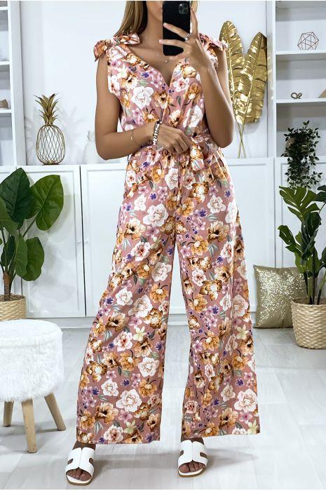 Roze jumpsuit met bloemenpatroon en strik aan de bandjes