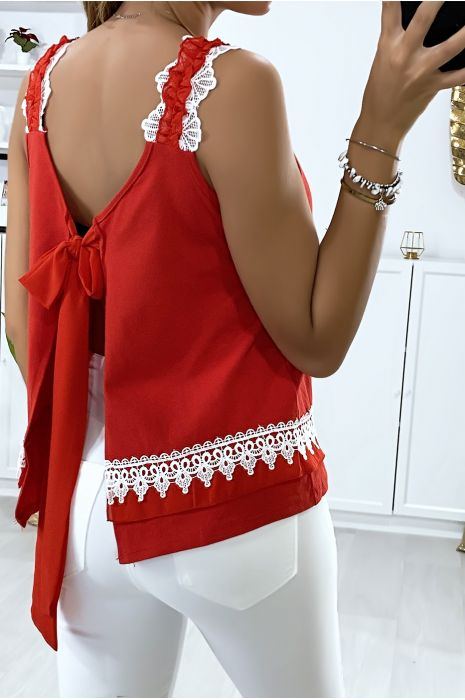 Top rouge avec dentelle ouvert au dos avec noeud