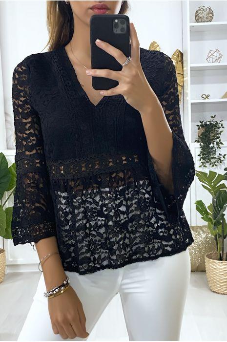 Zwarte kanten blouse met v-hals en wijd uitlopende mouwen