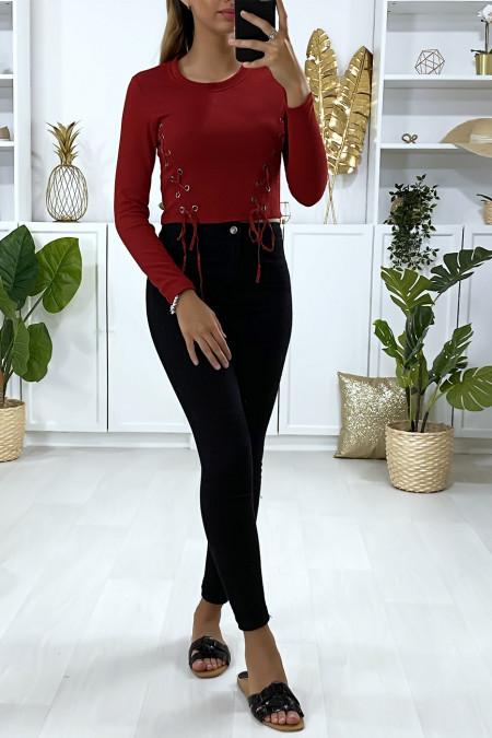 Rode geribbelde top met lange mouwen en kant