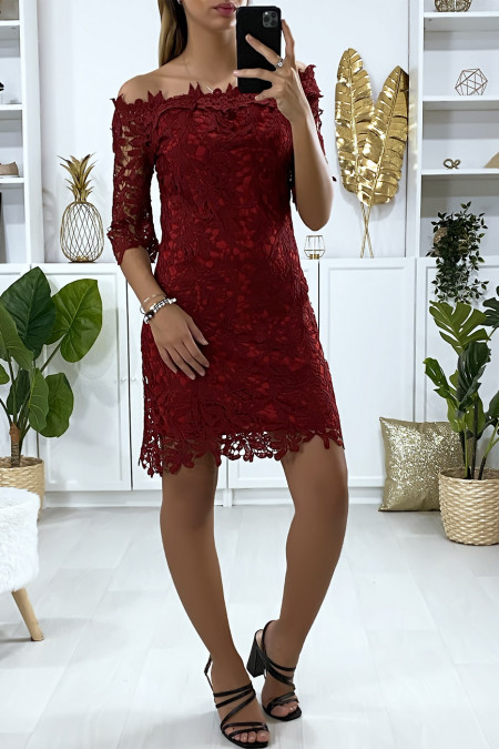 Burgundy dress with boat neck and very chic lined lace