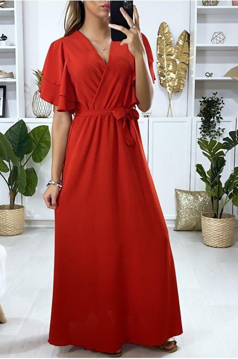 Longue robe rouge croisé au buste avec volant aux manches