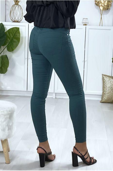 Pantalon  slim en vert avec poches forme push up à l'arrière
