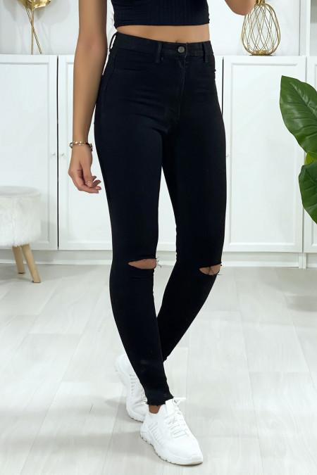 Jeans slim en noir déchiré aux genoux avec poches à l'arrière