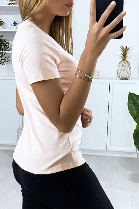 T-shirt rose avec accessoire motif main en strass