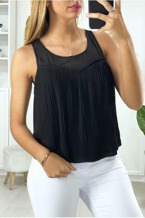 Zwarte blouse gevoerd en geplooid aan de voorzijde