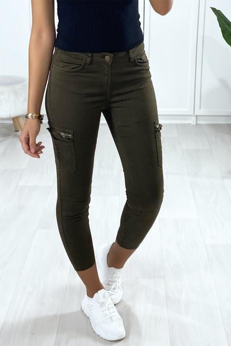Pantalon treillis kaki foncé avec poches sur les côtés