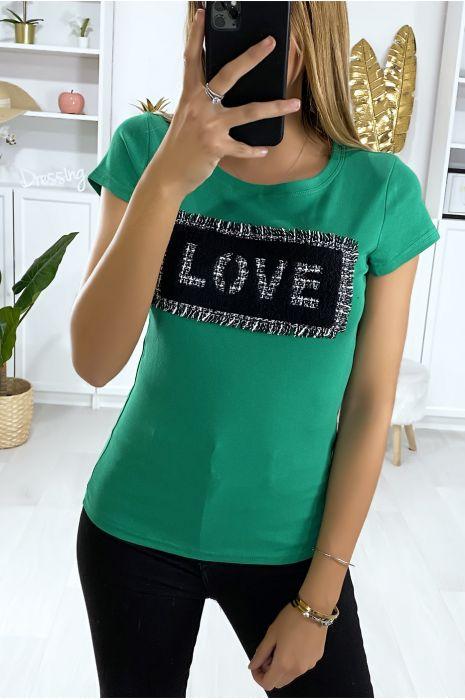T-shirt vert avec morceaux de tissu écriture love