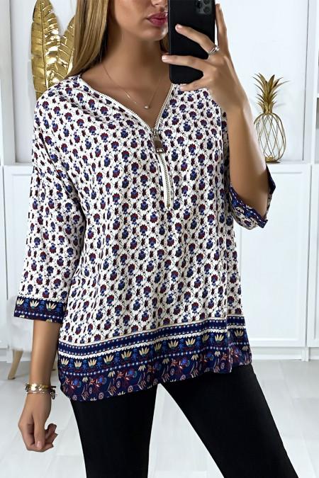 Blauwe blouse met patroon en kraagsluiting
