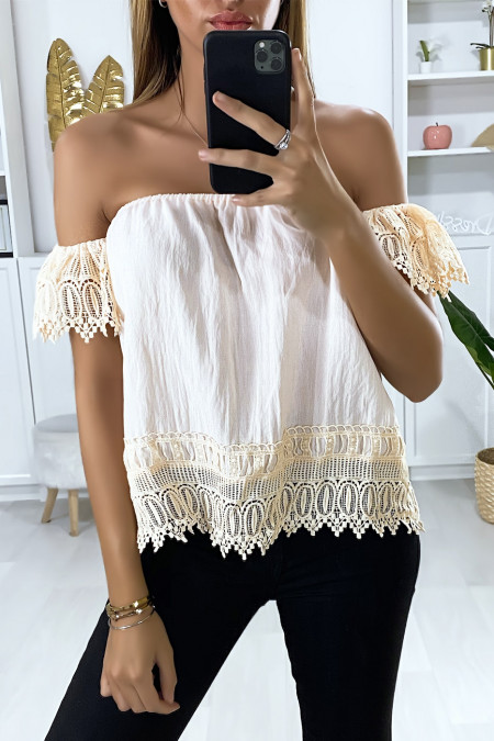Pink boat neck blouse with lace at the sleeves and bottom