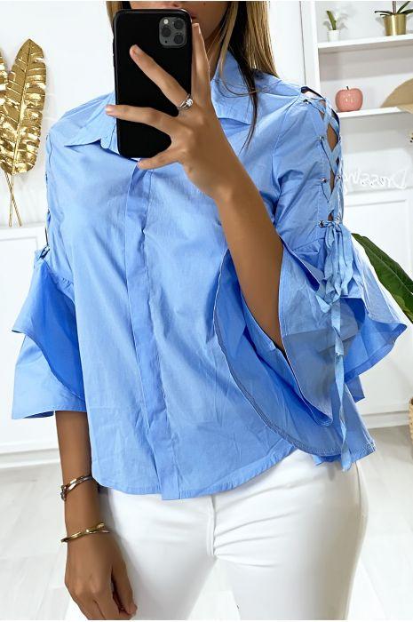 Chemise bleu avec volants aux manches et lacet aux épaules