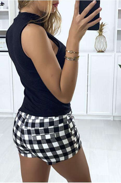 Short à carreaux noir et blanc avec poches