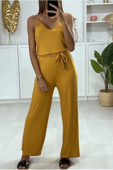 Combinaison pantalon moutarde avec haut à bretelle et ceinture