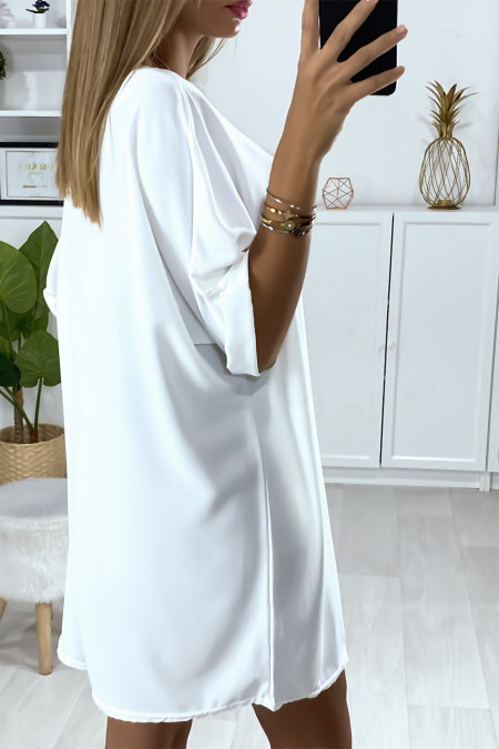 Loose tunic dress in white with necklace