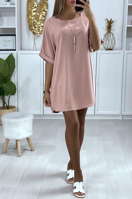 Robe tunique ample en rose avec collier