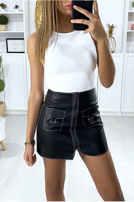 Mini Jupe en similicuir noir avec couture blanche