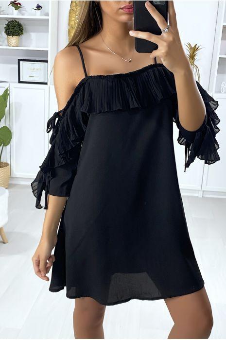 Zwarte jurk met ruches en blote schouders