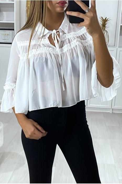 Witte crêpe blouse met plooitjes aan de voorkant en volant aan de mouwen